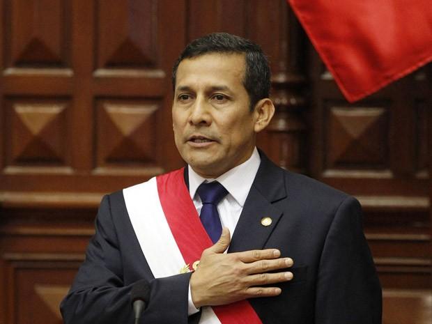 Ollanta Humala toma posse nesta quinta-feira (28) diante do Congresso, em Lima (Foto: AP)