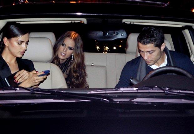 C. Ronaldo e namorada russa deixam festa em palácio com top brasileira