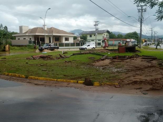 Enchente provocou estragos na cidade de Rolante, RS (Foto: Tiago Rocha/CBV de Rolante)