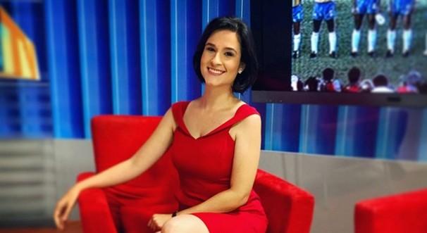 Caroline Ribeiro integrou a equipe de jornalismo da TV Verdes Mares durante 3 anos. (Foto: Divulgação)