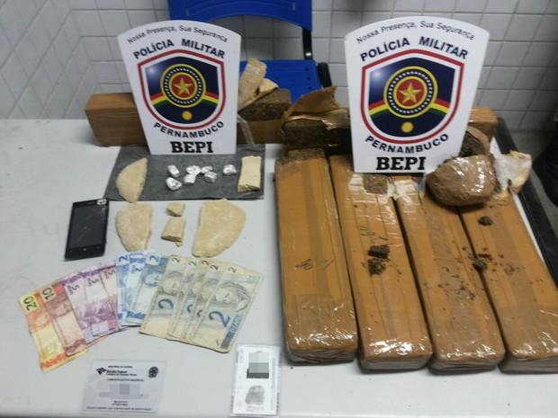 Sete quilos de maconha apreendidas em Caruaru, PE (Foto: Divulgação/ Ciosac)