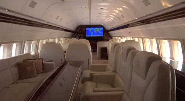 Cabine do avião de Donald Trump (Foto: Reprodução/ YouTube)
