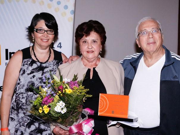 Professora Rosa Maria Dalla Costa, vencedora Doris Fagundes Haussen e professor José Marques de Melo (Foto: Nilton Acássio)