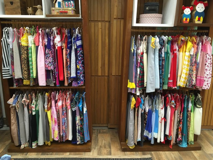 Nilvanda costurou 190 vestidos para doar (Foto: Davi Padovani/Gshow)