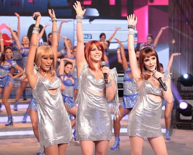 Empreguetes gravam participação no Domingão do Faustão (Foto: Domingão do Faustão/ TV Globo)