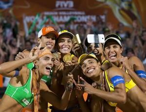 Pódio brasileiro - Mundial de Vôlei de praia (Foto: Divulgação/FIVB)