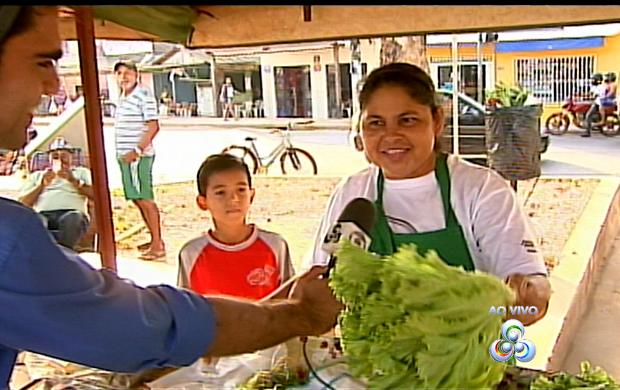 Feirantes mostram seus produtos (Foto: Bom Dia Amazônia)
