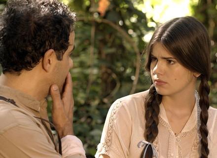Mafalda pergunta a Zé como o 'cegonho' coloca o bebê na barriga da mulher