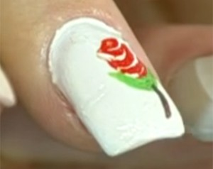 Veja como fazer a unha com adesivo (Foto: Mais Você / TV Globo)
