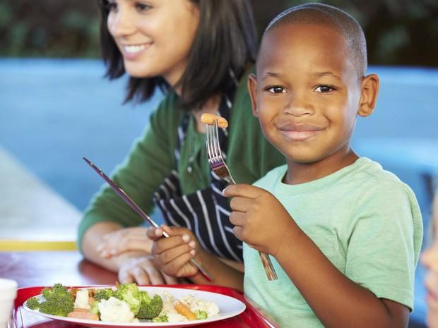 Alimentao infantil saudvel (Foto: Getty Images)