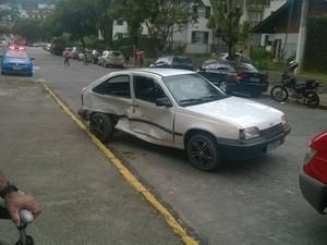 Recém-nascida arremessada de carro é transferida para hospital no Rio