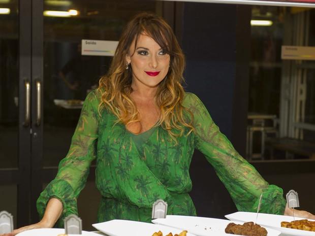 Karina interpreta Giussandra em 'Pé na Cova' (Foto: Divulgação/TV Globo)