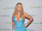 Ousada! Mariah Carey capricha no decote para ir a evento