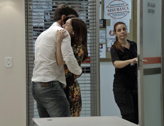 Felipe corre para abraçar Shirlei (Foto: TV Globo)