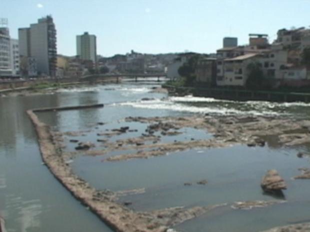 Rio Itapemirim está com nível de vazão abaixo do normal (Foto: Reprodução/TV Gazeta Sul)