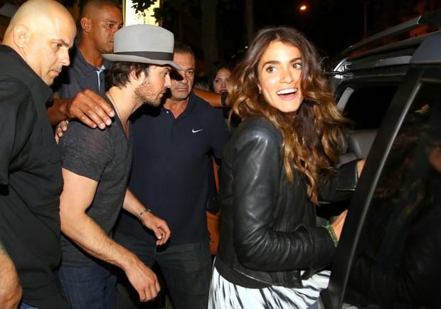 Ian Somerhalder e Nikki Reed deixam restaurante no Rio (Foto: Gabriel Reis e Henrique Oliveira / Ag. News)