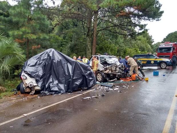 Cinco pessoas morreram no acidente (Foto: Sandro Devens/Atual FM)