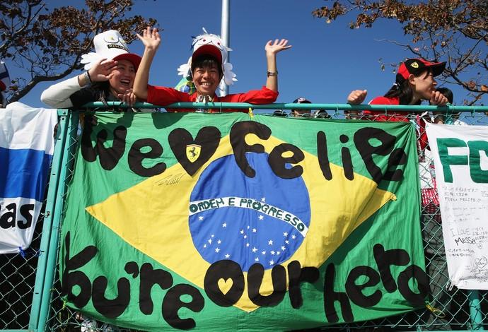 Fãs japoneses demonstram apoio a Felipe Massa durante o GP do Japão de 2013 (Foto: Getty Images)
