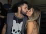 Latino troca beijos com Fabiana Araújo em show em São Paulo
