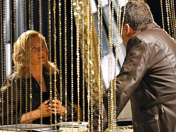 Irina quer a parte dela na armação de Russo (Foto: Salve Jorge/TV Globo)