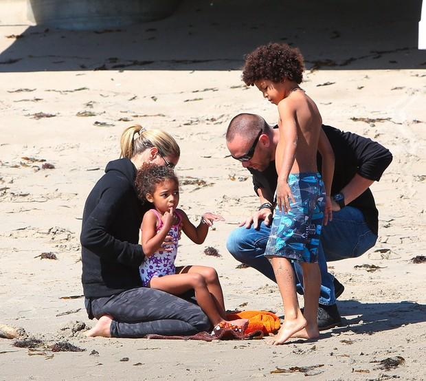 EGO – Heidi Klum curte praia com o namorado e os filhos – notícias de Praia