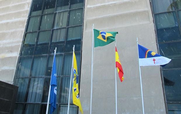 hotel pernambuco seleção espanha bandeiras (Foto: Victor Canedo)