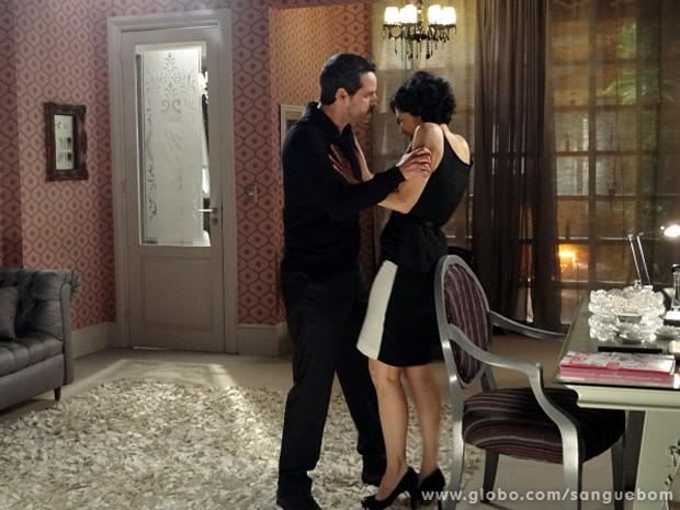 Natan fica uma fera com Verônica após descobrir a verdade (Foto: Sangue Bom/TV Globo)