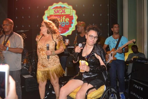 Maria Gadú cadeiras de rodas carnaval Recife (Foto: Felipe Souto Maior/AgNews)