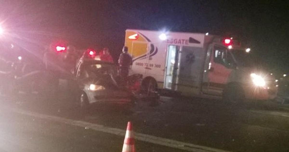 Motorista bêbado entra na contramão e bate contra carro de família - Globo.com