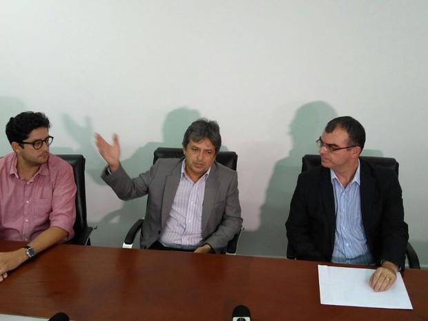 Procurador-geral de Justiça do RN, Rinaldo Reis (centro), que seria um dos alvos do servidor, publicou exenoreção. (Foto: Fred Carvalho/G1)