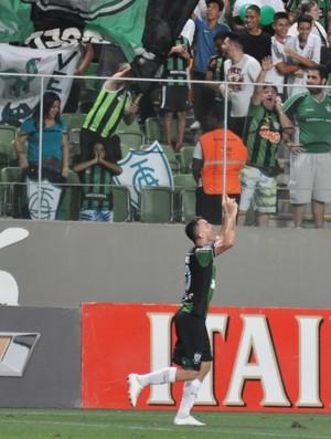 Atacante Marcelo Toscano comemora mais um gol pelo América-MG (Foto: Divulgação / AFC)