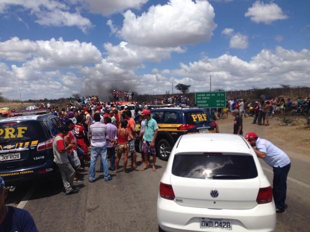 Via está interditada nos dois sentidos (Foto: Divulgação/Polícia Rodoviária Federal do RN)