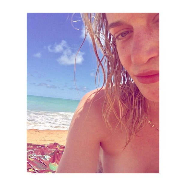 Vivi Orth faz topless em Trancoso, na Bahia (Foto: Reprodução/Instagram)