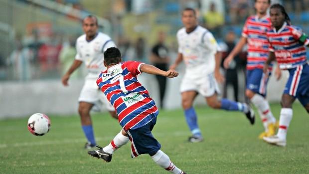 Fortaleza teve mais volume de jogo, mas não soube aproveitar (Foto: Natinho Rodrigues / Agência Diário)