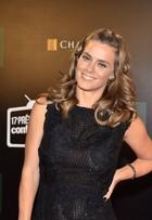 De férias da TV, Carolina Dieckmann entrega: 'Estou mais gordinha'