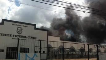 Incêndio em quartel da Polícia Militar chega ao estádio do Treze