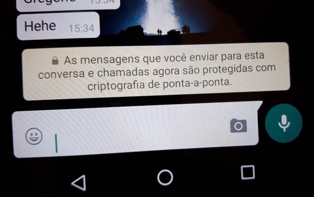 WhatsApp começou a indicar que está protegendo as conversas e chamadas do aplicativo com criptografia de ponta-a-ponta (Foto: Reprodução/G1)