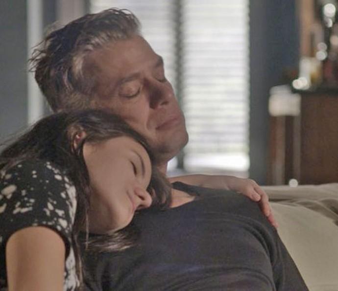Arthur e Jojô vivem momento fofo como pai e filha (Foto: TV Globo)