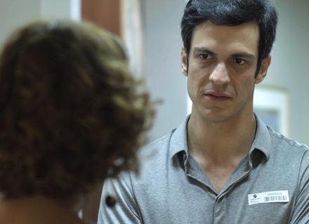 Eric pergunta para Lígia se Maria Pia tem alguma coisa a ver com a morte de Mirella