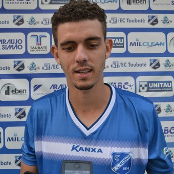 Zagueiro Thiago Viana Taubaté (Foto: Filipe Rodrigues)