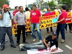 Agentes de endemias fecham avenida (Divulgação)
