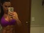 Gracyanne Barbosa provoca e abaixa o biquíni para mostrar corpo sarado