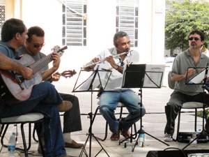 Grupo Oitavas no Choro se apresenta no Sabadinho Bom em João Pessoa (Foto: Divulgação/Secom-JP)