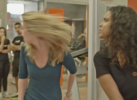 Joana dá tapa na cara de Bárbara após climão!