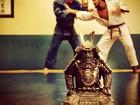 De quimono, Caio Castro publica foto lutando judô