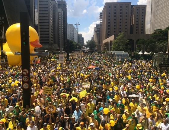 Protesto contra o governo Dilma Na Avenida Paulista, em São Paulo, às 14h. Manifestantes pedem o impeachment da presidente e são contra a volta da CPMF (Foto: Teresa Perosa)