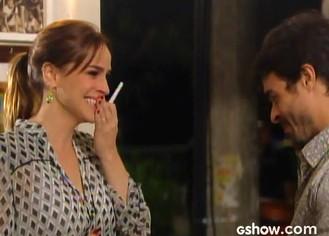Raissa se emociona ao ver o teste (Foto: Malhação / TV Globo)