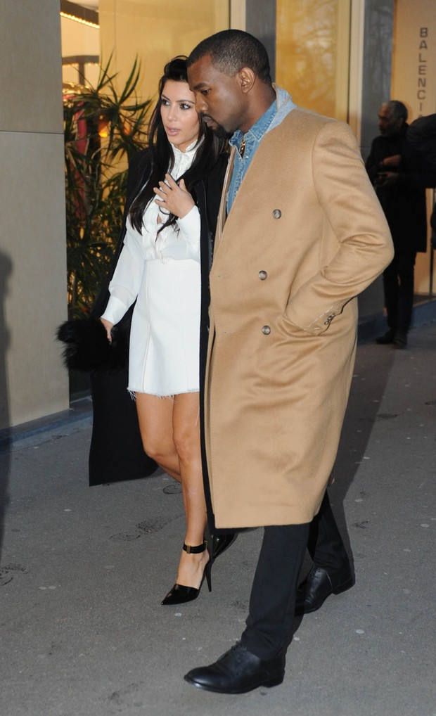Kim Kardashian e Kanye West em Paris (Foto: Honopix)