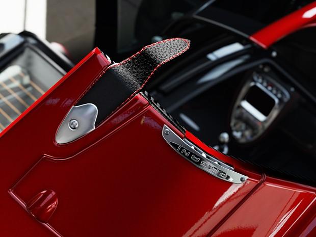 Detalhe de tira de couro em carro de 'Forza 5'; novo sistema de matérias-primas recria características dos elementos (Foto: Divulgação/Turn 10)