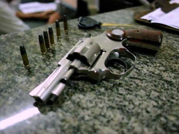Mococa: Homem armado tenta roubar moto e trio acaba preso